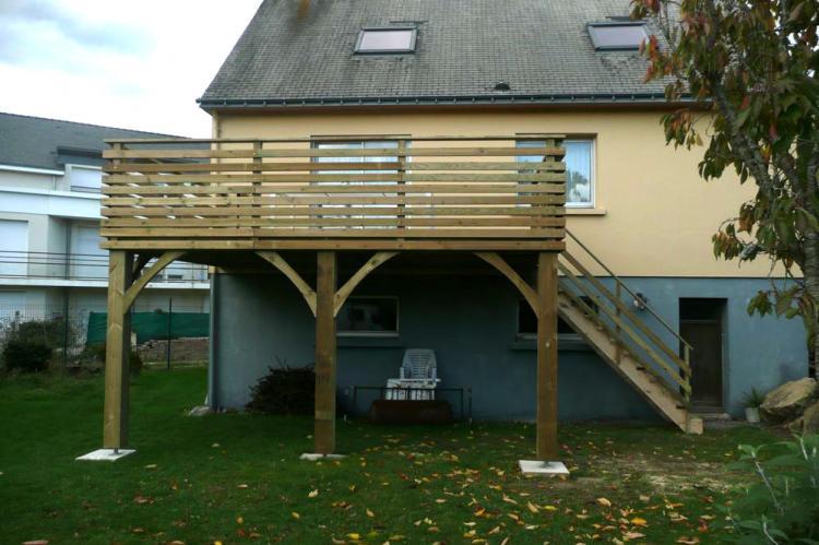 Une terrasse sur pilotis r alis e vannes et a lorient - Terrasse en bois sur pilotis ...